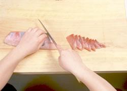養殖ブリ刺身のつくり方04