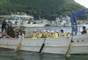小学生の魚類養殖体験学習